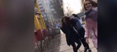 Издевались и смеялись на камеру. ВИДЕО избиения школьницы в Киеве возмутило соцсети