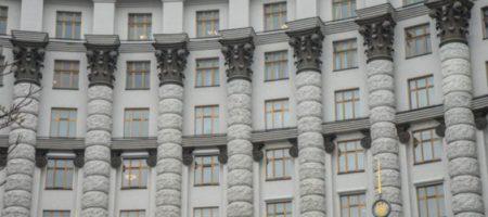 Кабмин урезал зарплаты и премии топ-чиновникам