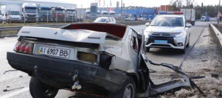 Страшное ДТП на трассе под Киевом: грузовик Volvo разорвал «ВАЗ» на две части. ВИДЕО