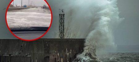 Сильнейший шторм обрушился на Крым (ВИДЕО)