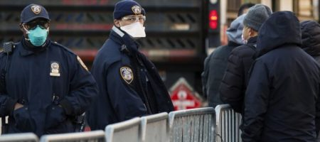 В США копы задержали профессора который предпологаемо создал коронавирус для Китая (ВИДЕО)