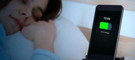 Не стоит класть сотовый телефон на тумбочку возле кровати, и вот почему