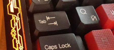 Зачем на клавише ТАВ нарисованы стрелки