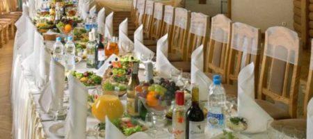 На России рестораторы устроили голый антикарантинный протест. ФОТО