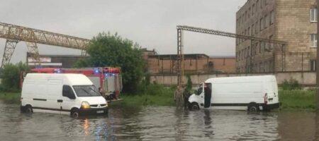 Сильный ливень отправил Мариуполь под воду (КАДРЫ СТИХИИ)