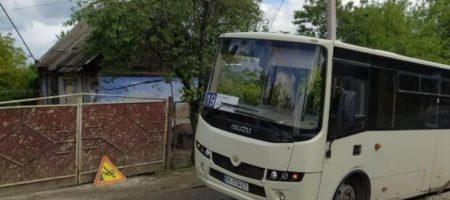 Кричали и молились: Во Львове в яму провалилась маршрутка с пассажирами