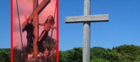 В Киеве девочки устроили циничные танцы около креста (ВИДЕО)