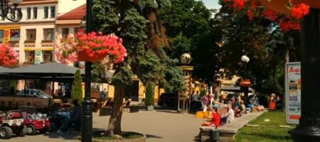 Во Франковске качели-убийцы атаковали беззащитного ребенка