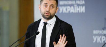 """Под """"Черный бумер"""", но в вышиванке: как Арахамия веселился в киевском клубе (ВИДЕО)"""