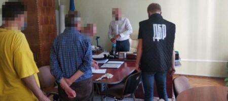 На Буковине чиновник «погорел» на взятке за тендер
