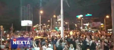 В Беларуси продолжаются протесты, люди строят барикады, слышны выстрели и взрывы (ВИДЕО)