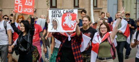 Тысячи протестующих с флагами и силовики с автоматами: что происходит в Минске (ФОТО и ВИДЕО)