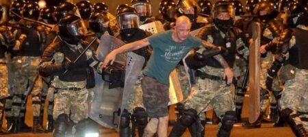 Задержания и разгон протестующих: что происходит в Беларуси (ВИДЕО)