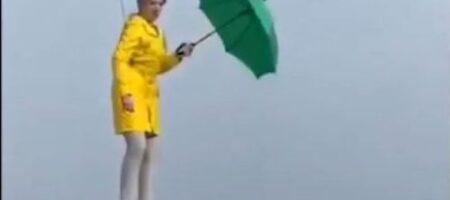 """Мэри Поппинс от """"Слуг народа"""": Верещук пояснила, зачем летала с зонтом над Киевом (ВИДЕО)"""