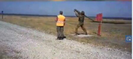 На России солдат уронил зенитную установку с ракетой, которая начала хаотичный полет (ВИДЕО)