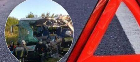 На России пассажирский автобус столкнулся с грузовиком: много погибших