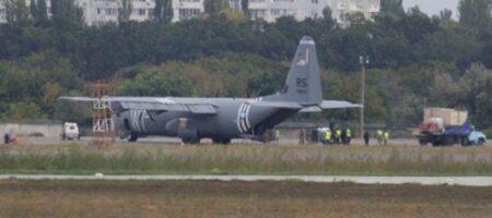 В Одессе экстренно приземлился военный самолет США
