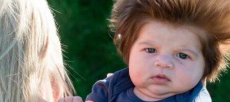 Двухлетний малыш показал мамину грудь в прямом эфире (ВИДЕО)