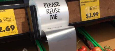 Женщина придумала, как быстро раскрыть в магазине целлофановый пакет