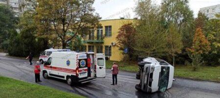 В Запорожье легковушка уложила на бок маршрутку с пассажирами