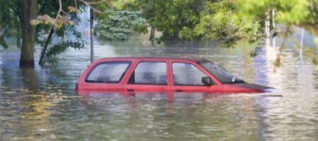 Появились кадры потопов в различных мировых столицах