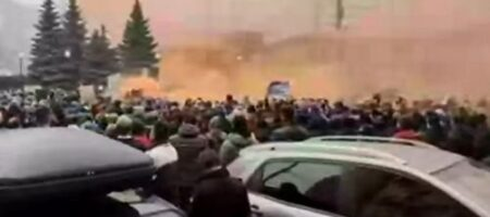 Терпение людей закончилось: под КСУ собирается новый майдан (Live ВИДЕО)