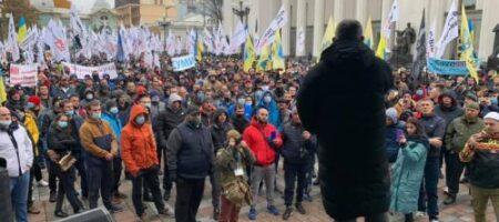 «Евробляхеров» довели: правительственный квартал в Киеве встал в пробках