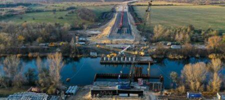 Через канал Днепр – Донбасс строят новый мост: опубликованы ФОТО