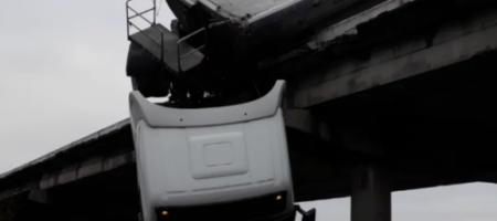 Ангелы существуют! На Донбассе водитель фуры чудом уцелел после падения с моста (ВИДЕО)