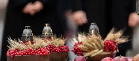 Зеленский призвал украинцев зажечь свечи памяти: президент с женой почтили память жертв Голодомора