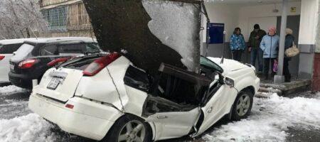 В российском Владивостоке какой-то ледниковый апокалипсис, машины стали сосульками, люди замерзали на ходу (КАДРЫ 18+)