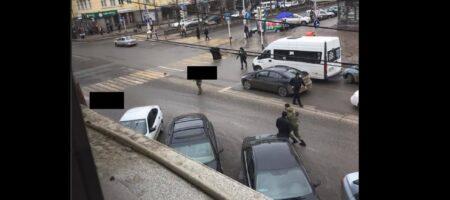 В Чечне боевики напали на российских полицейских в центре Грозного: трое убитых лежат посреди улицы