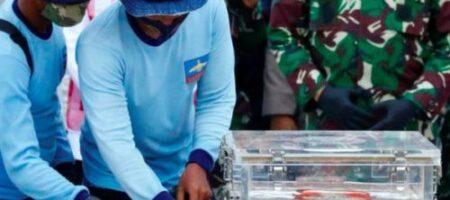 Авиакатастрофа в Индонезии: эксперты загрузили данные с бортового регистратора