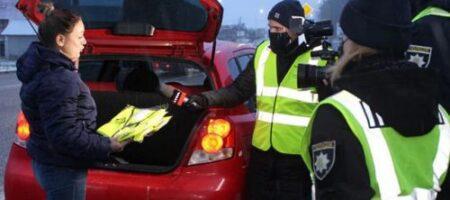 Украинским водителям раздают светоотражающие жилеты: подробности