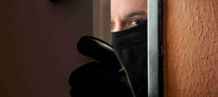 Под Херсоном совестливый грабитель вернул хозяину украденные деньги