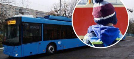 В Ровно кондуктор выгнала из троллейбуса ребенка в -20: никто не заступился