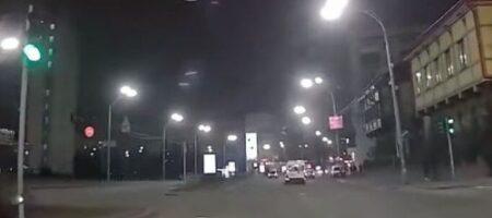 Киевские копы с погоней ловили доставщика еды (ВИДЕО)