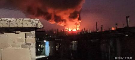 Масштабный пожар на военном складе боевиков в Донецке попал на ВИДЕО