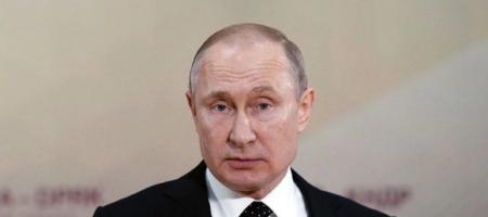В России дети встали на колени перед Путиным, прося о помощи: их просьба вызвала скандал