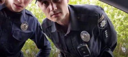Харьковский полицейский предлагал водителю понюхать носки и назывался инопланетянином (ВИДЕО)