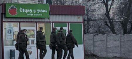 Харьков заполонили военные с автоматами: проверяют машины и людей (ФОТО)