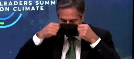 Госсекретарь США при виде Путина надел маску (ВИДЕО)