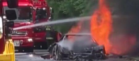 В Японии дотла сгорел на скоростной дороге раритетный Ferrari (ВИДЕО)