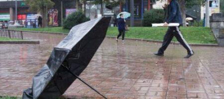 Подтопленные дворы, поврежденные крыши и отсутствие света: последствия непогоды в Украине