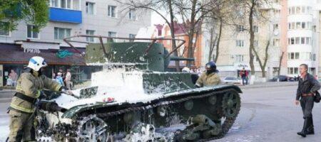 В России на репетиции парада к 9 мая вспыхнул танк: видео ЧП