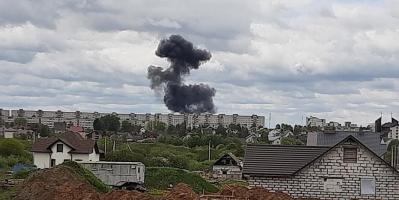 Взрыв был страшной силы: момент крушения военного самолета в Беларуси попал на видео