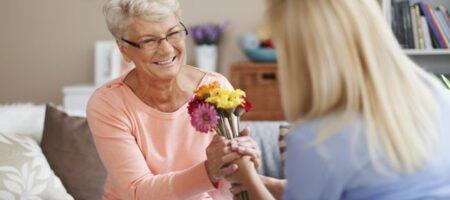 День матери 2021: самые красивые поздравления в стихах и открытках для любимых мам