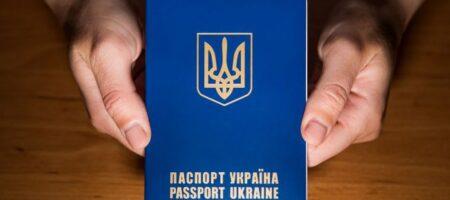 """""""Украина, пошла ты в ж*пу"""": женщина из Харькова с детьми выкинули свои паспорта (ВИДЕО)"""
