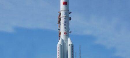 Неконтролируемая китайская ракета упала на Землю: в Китае рассказали куда (ВИДЕО ПАДЕНИЯ)