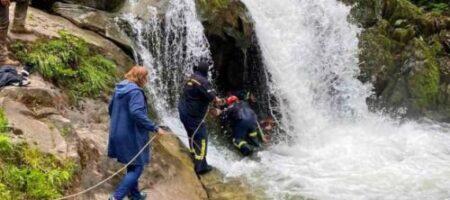 Упал в водопад: во Львовской области во время экскурсии погиб подросток